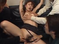 性欲旺盛な年頃の息子の友達たちに輪姦される義母