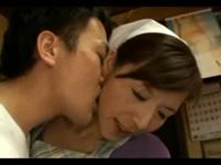 いきつけの店で働く美熟女を抱きしめてキスした結果