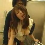 障害者用トイレで子作りをする巨乳若妻のハメ撮りがエロい