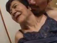 70代のおばあちゃんが若い夫とのセックスに喘ぐ