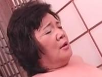 普通のおばさんがセックスで中出しされる姿がめちゃエロ