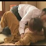 旅館の仲居がクレーマーに中出しレイプされてる現場を盗撮