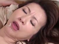 五十路の美熟女が夫の為に骨の髄までしゃぶり尽される輪姦プレイ