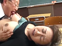 三者面談で進路相談を餌にして保護者に肉体関係を迫る教師