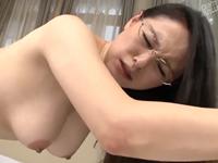 憧れの女教師だった眼鏡熟女の肉厚な膣内に中出しする先生と生徒の禁断交尾