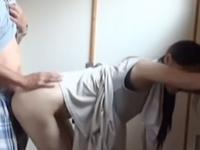 素人夫婦の営み動画が流出 立ちバックで妻を突き上げる夫
