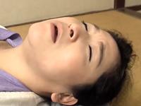 未亡人のおばさんが妊娠覚悟で膣内射精を懇願