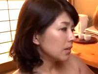 ムチムチ熟女の隣の奥さんは膣内射精OKの人妻だった