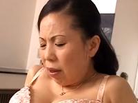 六十路を過ぎた普通の熟女が巨乳好きの息子と母子相姦