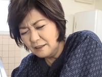 50代後半の祖母の生尻を使って射精するおばあちゃん子の孫