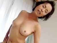 都会で一人暮らししている息子に再会して性処理してくれる優しい高齢母