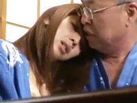 夫婦交換イベントに参加して自分好みの綺麗な人妻熟女を喰いまくる高齢のおじいさん