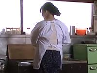 童貞のまま旅立つ息子のために五十路の母が筆おろしする昭和の近親相姦