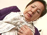 性を感じさせないおばさんが息子の下の世話をしてる意外な性生活