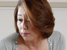 未亡人の母(52歳)を無理矢理襲って何発も中出ししまう息子