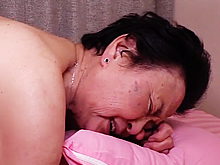 八十路熟女とセックス クンニで悶える80代の老婆はかわいい