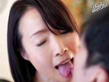 清楚な五十路妻のキスとセックス 綺麗なおばさんの接吻はエロい