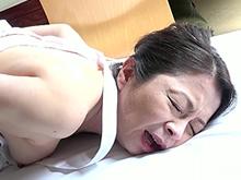 家政婦のおばあさんに襲い掛かる旦那様!六十路の熟膣に強引挿入