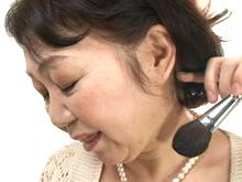 60歳でも女の悦びを…還暦を迎えて再び身体を疼かせる高齢熟女