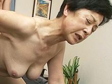 息子と一線を越えた六十路の母は膣内射精も許す中出し近親相姦