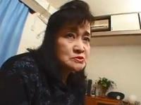55歳のパートのおばちゃんがAV出演して激しいセックス
