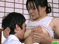 草食系な息子に女の身体を教えるお母さんの近親相姦
