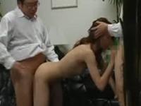 教職員の性欲処理道具にされるお受験ママの3P盗撮