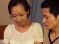 祖母と孫ほどの年の差セックスで子作りする50代熟女