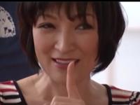 美容の仕事をしている46歳の熟女がとんでもないドスケベ