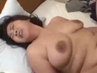 ぽっちゃり熟女の弾む肉を堪能しながら膣内射精
