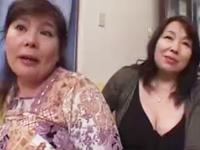どこにでもいるデブおばさんが垂れ乳を晒して腰を振る