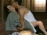 義母の肉体に溺れる若者 見境なく男に股を開く昭和の田舎熟女