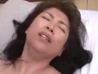 50代の母親が愛する息子と下半身をぶつけ合う近親相姦