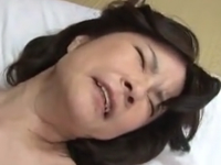 母の膣内で射精する息子 母子相姦なのに腰の動きが止まらない熟女
