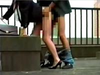 人妻OLがビルの屋上で間男と立ちバックしている不倫現場を盗撮