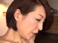 50代の新しいママは義息にセックスを教え込むスレンダーな美熟女