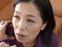 上品な五十路の母は性欲のままに息子のペニスを咥え込む