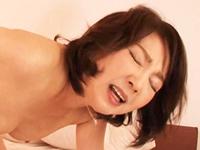セックスが大好きな五十路セレブが活きの良い巨根を堪能