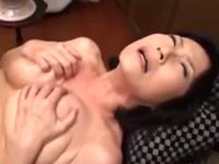 久しぶりに膣を弄られてヌルヌルになった六十路の膣内に射精
