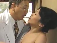 子持ちの人妻熟女とセックス三昧の小児科の医師