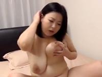 アラフォーのぽっちゃり主婦が全裸になって垂れた巨乳と段々腹を弾ませて乱れる