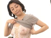友達の母親(60歳)にセクシーな下着を見せつけられて六十路の熟女とSEXしてしまった