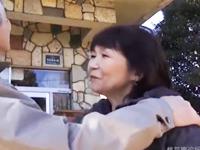 旅行先で高齢夫婦の愛が燃え上がる!六十路の熟女らしさ溢れるリアルなよがり声が抜ける