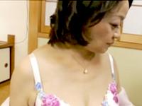 高齢熟女の余裕の表情が好き…六十路の祖母が孫をリードしながら近親相姦