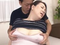 ふくよかな姑が全身の脂肪と最高の巨尻を弾ませながら婿と中出しセックス