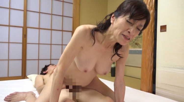 高齢熟女の卑猥映像6