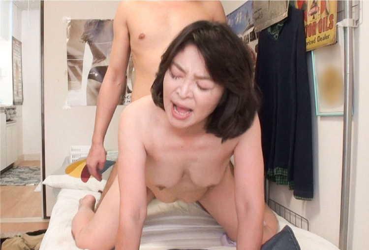 おばさんレンタルで熟女とセックス16