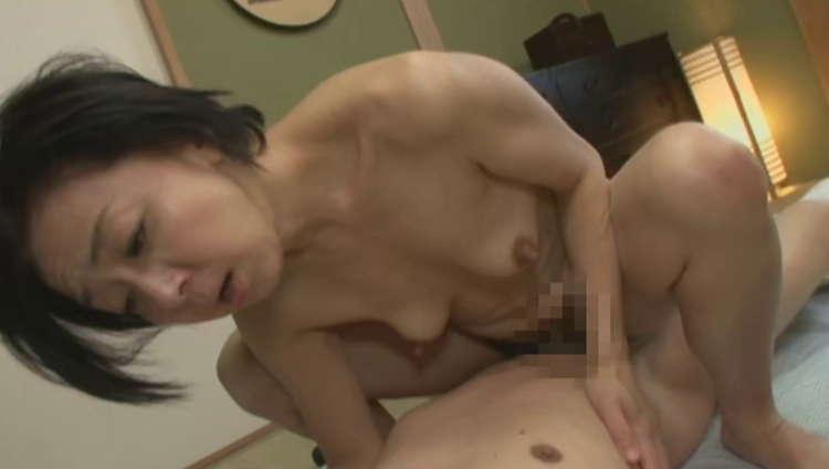 熟女の貧乳・微乳4