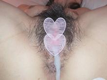 びっしり生えたマン毛がエロい剛毛な人妻(40歳)に大量中出し