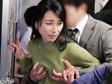 電車で五十路の乳房を鷲掴み!痴漢の乱暴な性行為で目覚めた人妻